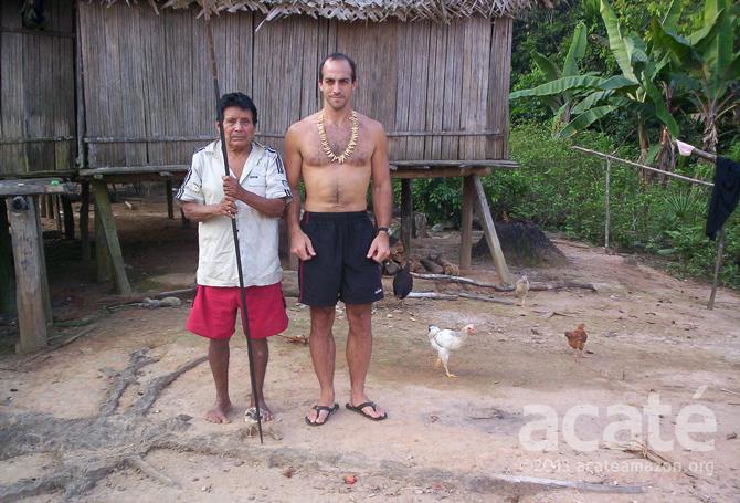 David Fleck and Matsés elder Manuel Tumi acate amazon conservation ©acaté
