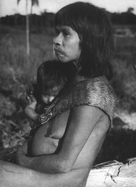 Héta mother and child, watching her future disappear.