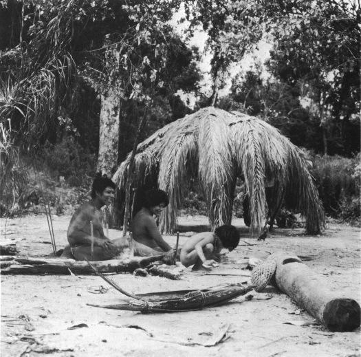 Héta family playing in Amazon
