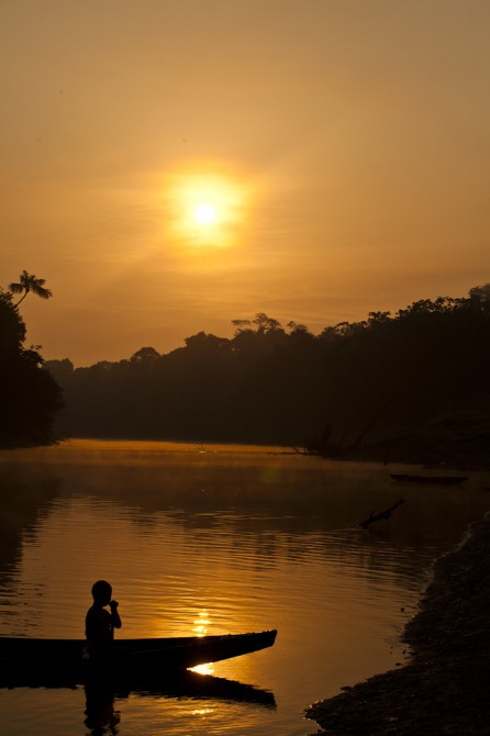Matsés canoe amazon river Alicia Fox Photography