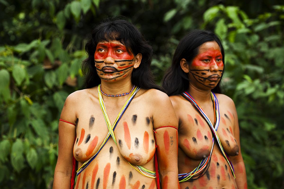 Traditional Matsés dress and body paint Alicia Fox Photography