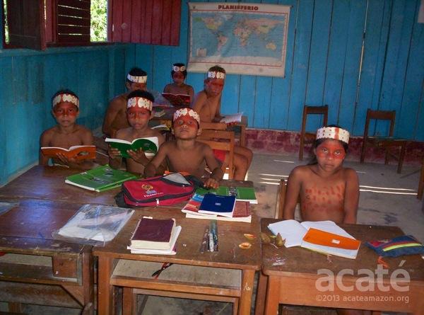 Traditional dress Matsés students